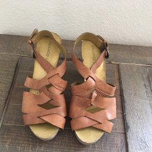 Brown sandals size 8.